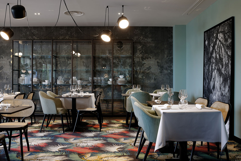 La foret noire restaurant in chaponost france by claude for Moquette restaurant