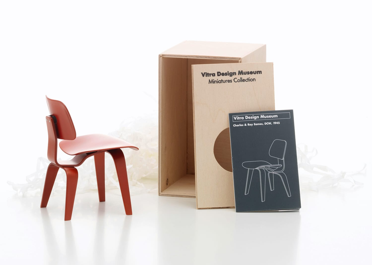 Chaise Design Miniature Vitra 100 Miniatures Exhibition Arrives In Australia