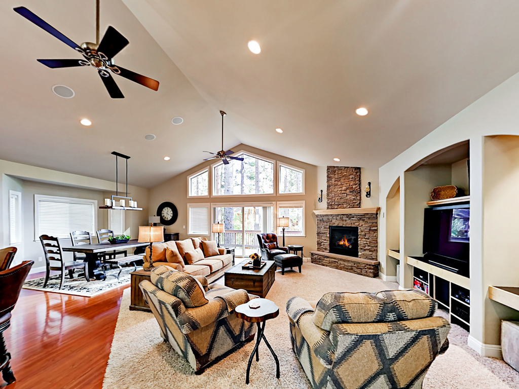 Upscale Ceiling Fan Upscale 3br W Pool Table Near Heavenly Redawning