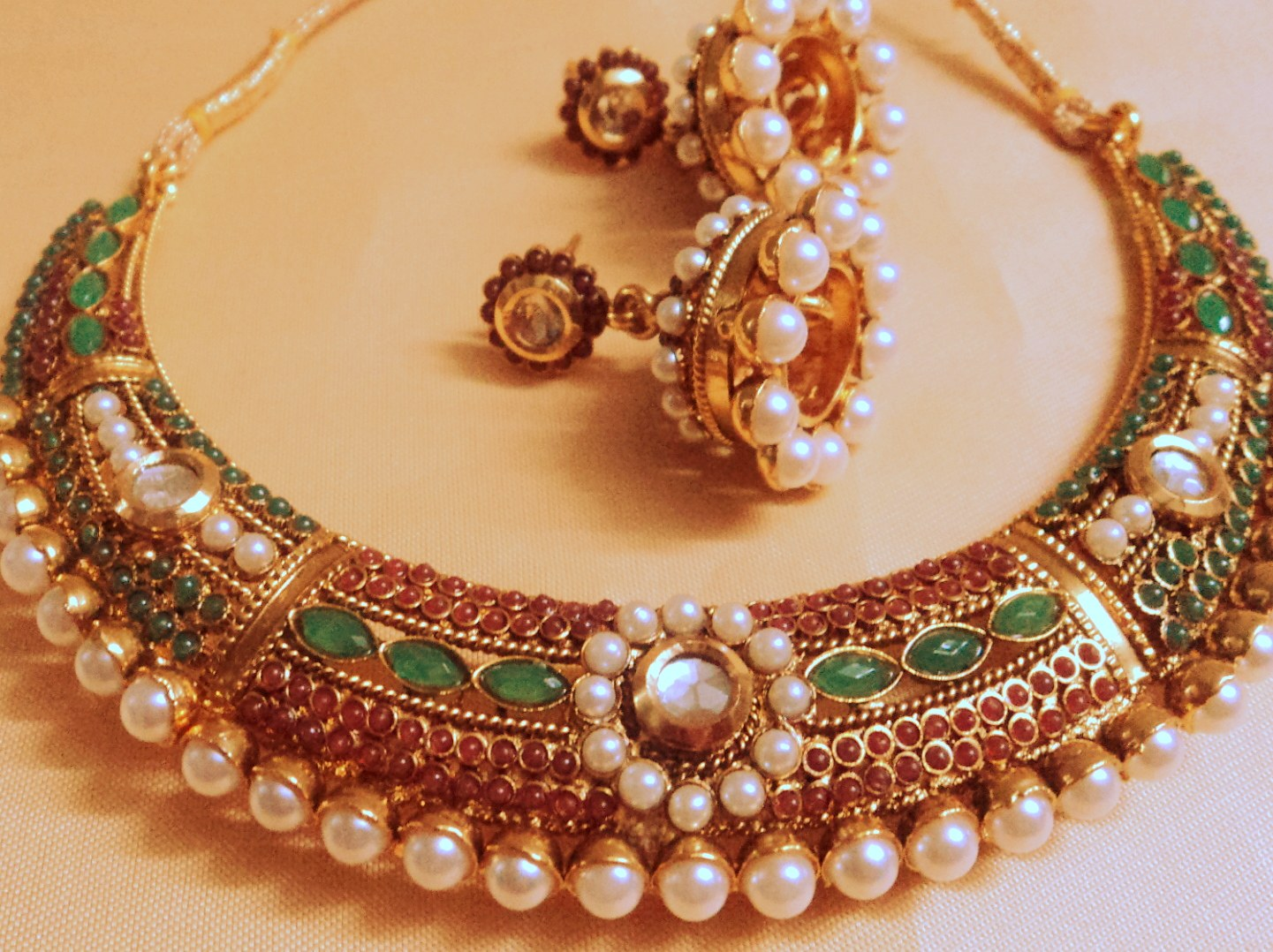Royal Red Green Rajasthani Hasli Necklace Online Shopping - Rajasthani Jewellery Designs Catalogue