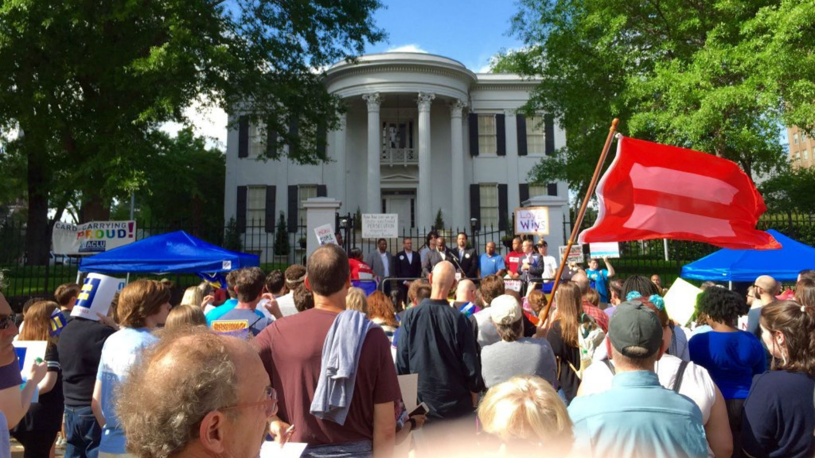 Cellule A Grain Exterieur Hundreds Rally In Ms To Demand Repeal Of Discriminatory H B 1523
