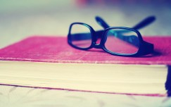 glasses_on_book-wallpaper