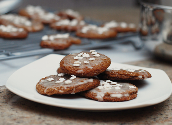Gingersnaps with Eggnog Icing