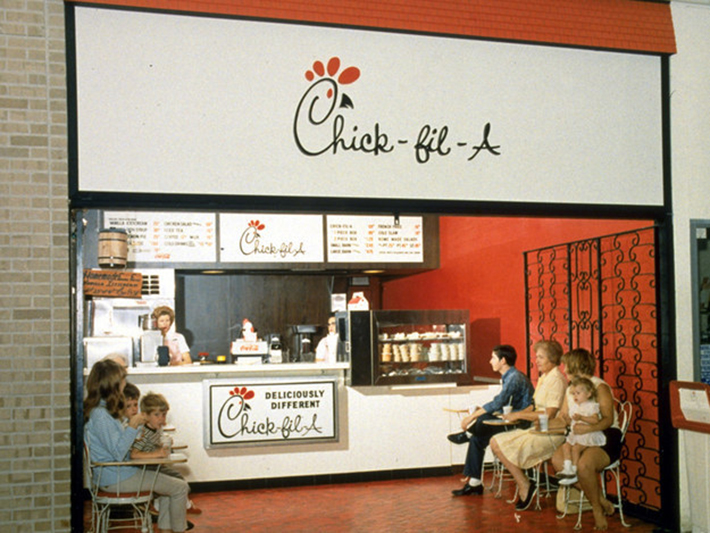 Broom Closet 31 Famous Restaurants When They First Opened - Atchuup