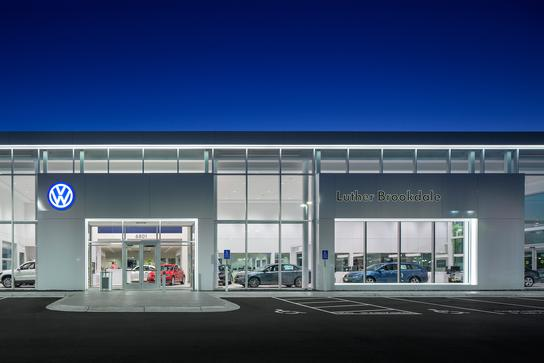 Luther Brookdale Volkswagen car dealership in MINNEAPOLIS, MN 55429