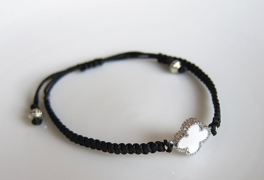 Chinese Flat Knot Bracelet With Charms Dans La Lune