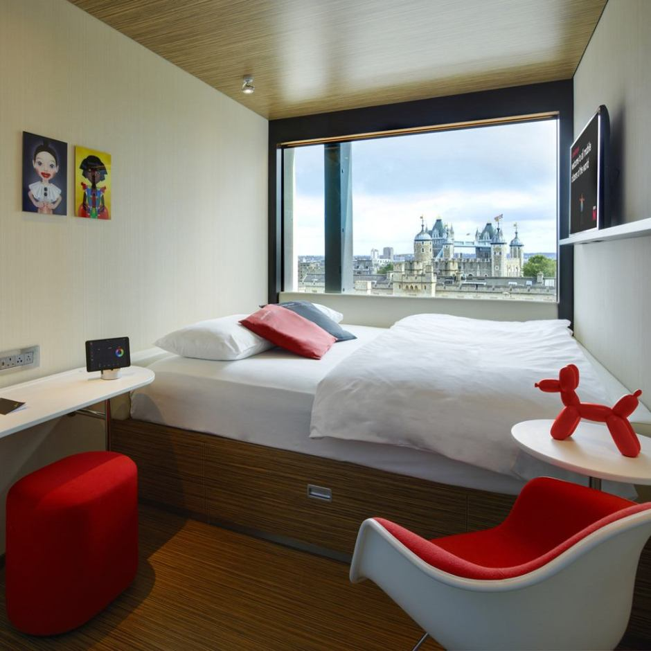 citizen-m-hotel-tower-hill-bedroom-001