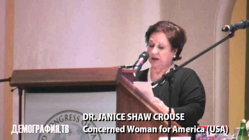 Μαμά, δες, τα κατάφερα μέχρι το Κρεμλίνο: Η αντι-φεμινίστρια Janice Shaw Crouse από τις ΗΠΑ μιλάει στη Διάσκεψη της Μόσχας