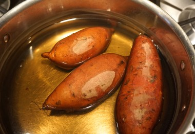 Wash the potatoes and place them in a saucepan with water, almost covering the potatoes, and bring to a boil.