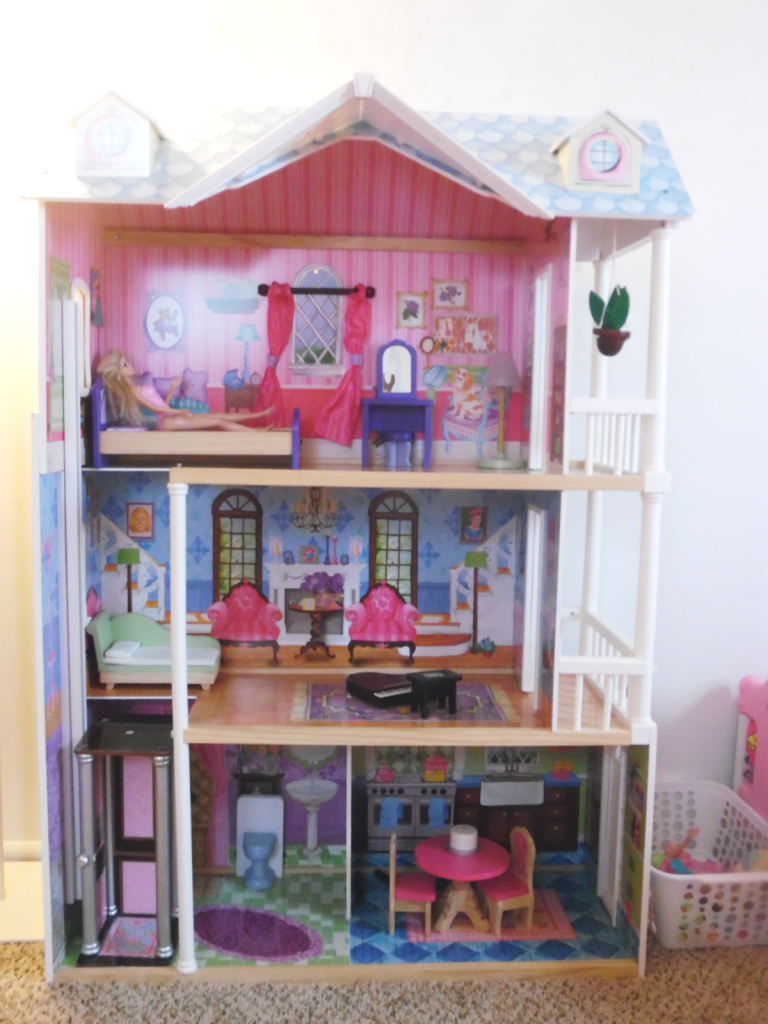 girls room doll house in full