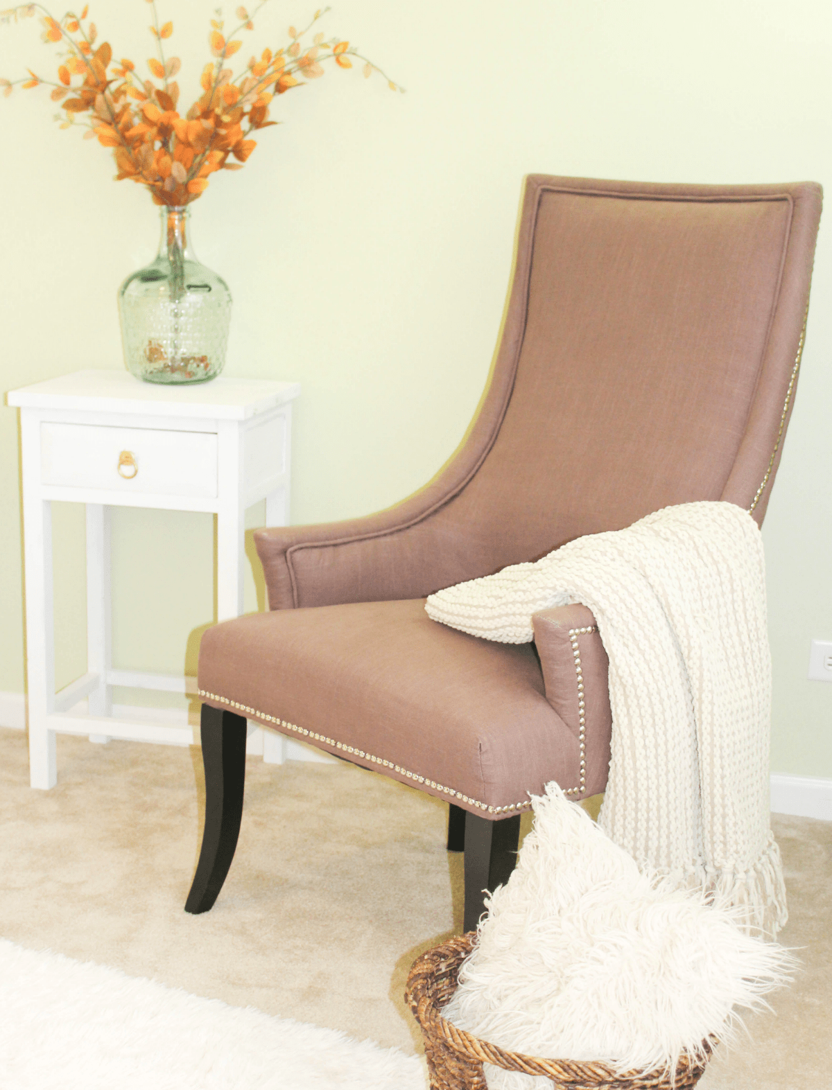 holiday-entertaining-extra-storage-extra-chair
