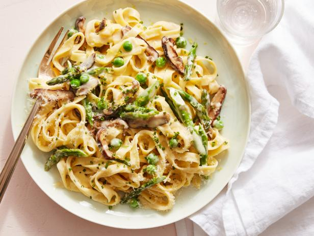 FNK_Spring-Vegetable-Alfredo_s4x3.jpg.rend.hgtvcom.616.462 Food Network