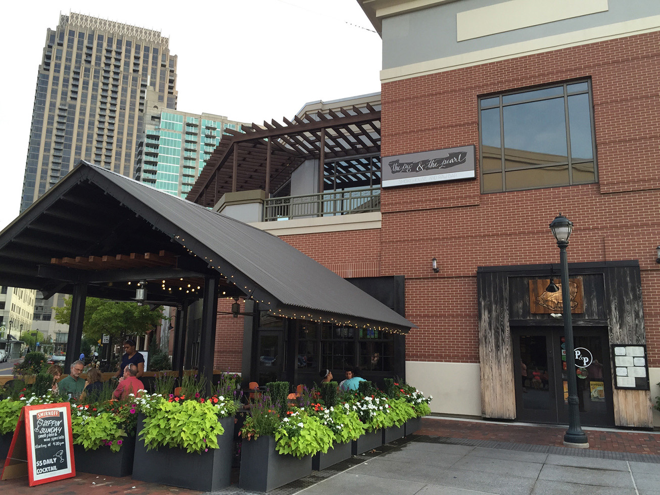 Atlanta Station Restaurants Review The Pig And The Pearl Atlantic Station Midtown