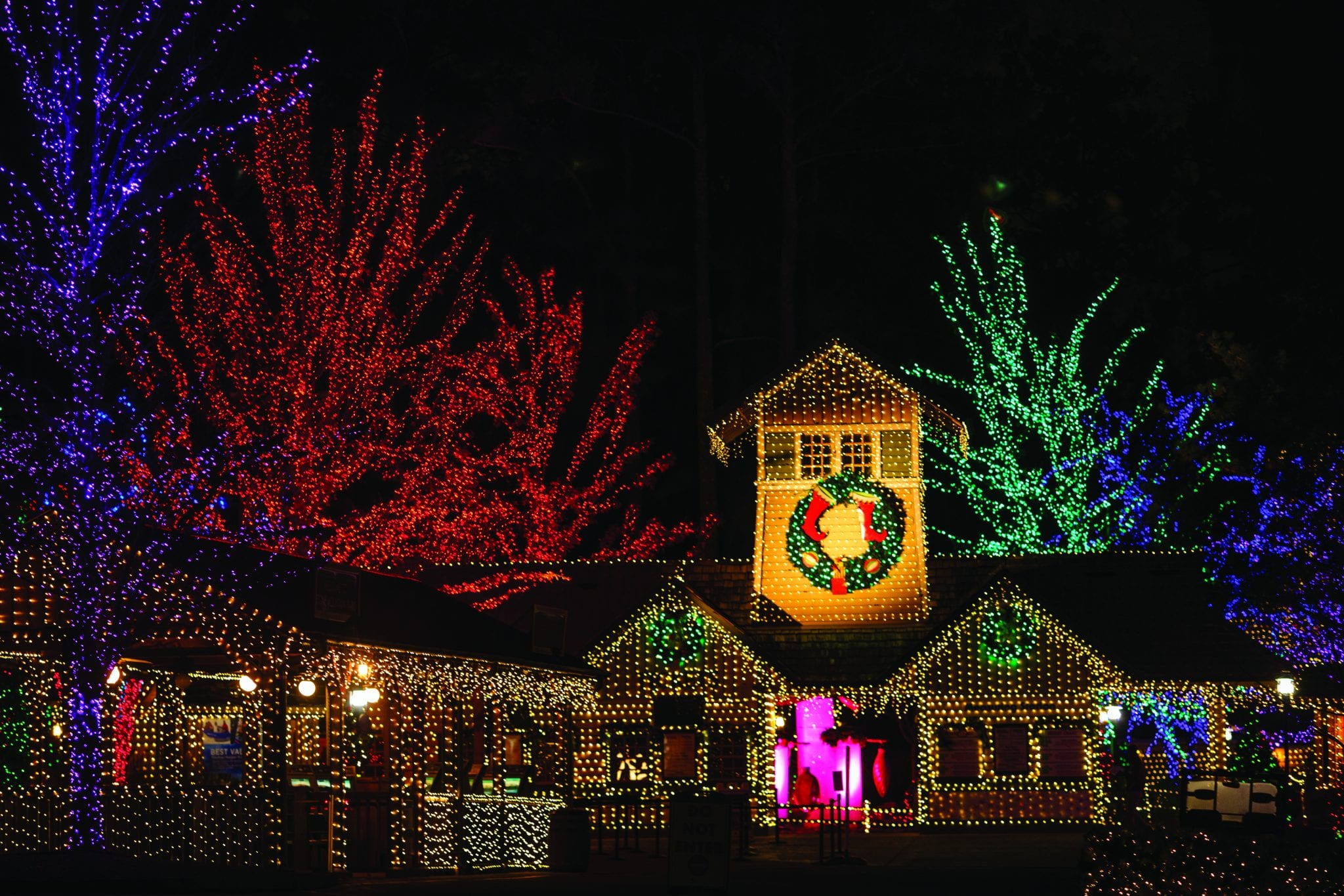 Best Place For Christmas Decorations 2018 Best Holiday Lights And Tree Displays Near Atlanta