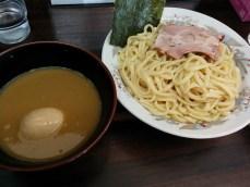 囲つけ麺、黒(たぶん)&味玉トッピンング