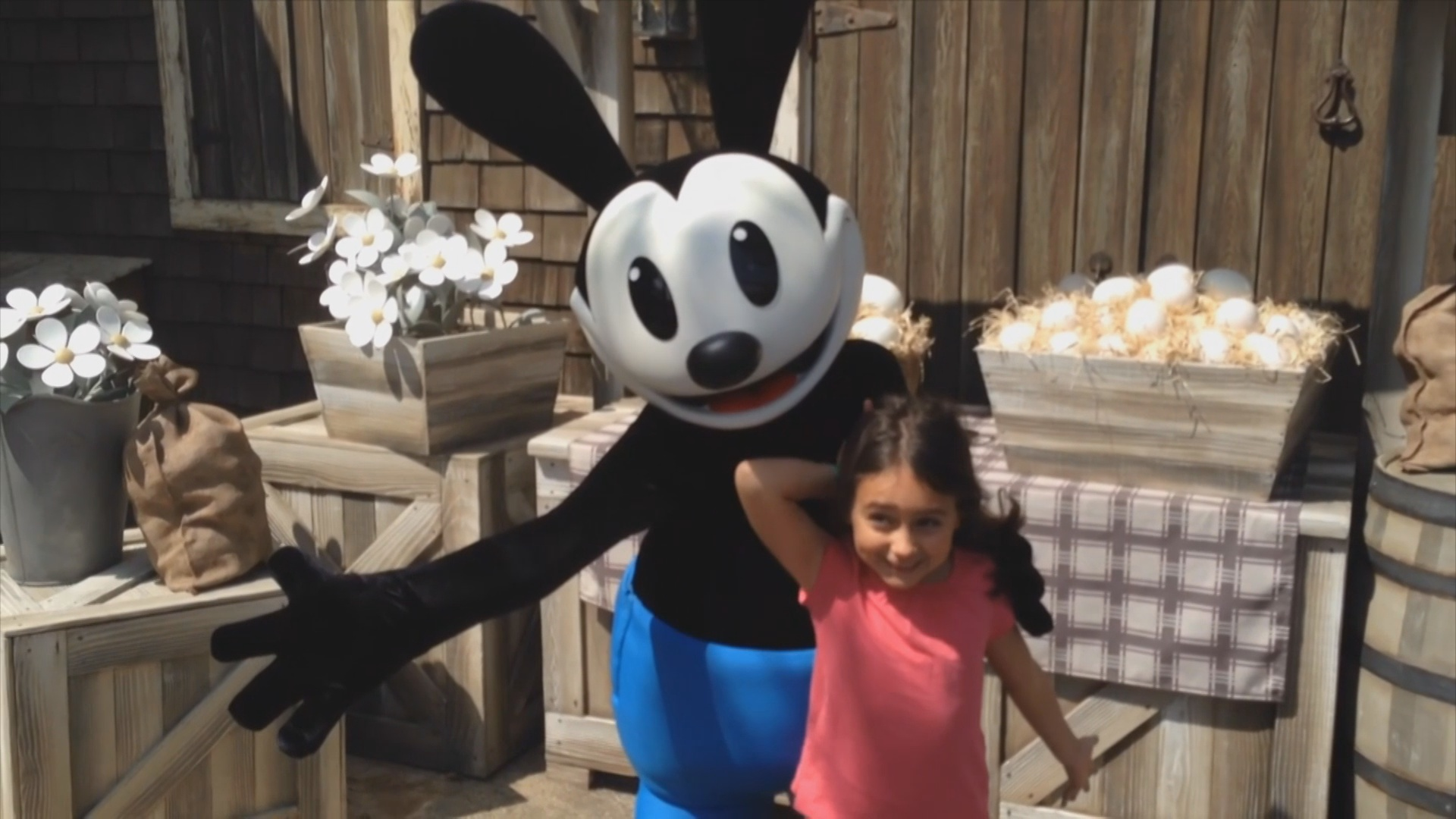 Fall Themed Wallpaper Oswald The Lucky Rabbit Makes Disney Parks Debut At Tokyo