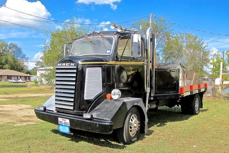 1942-mack-truck-in-gladewater-tx-2