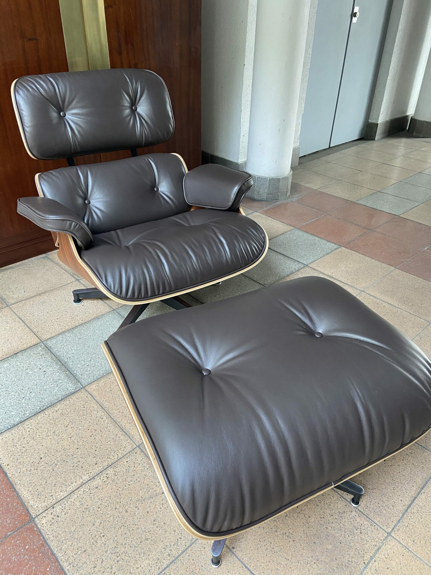 Charles Eames Lounge Chair Charles Eames - Lounge Chair And Ottoman | Auctionlab