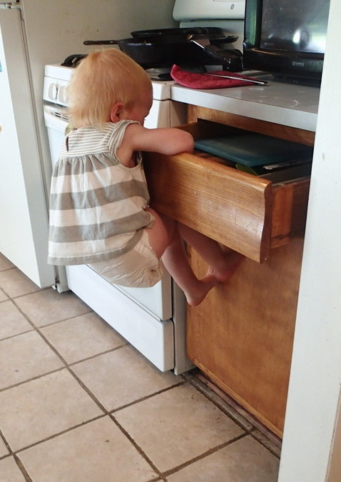 Ellen insisting on getting her own utensils.