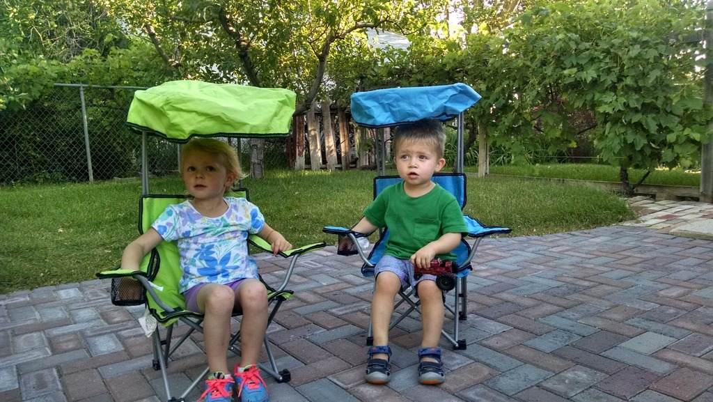 Ellen and Porter in their matching chairs.