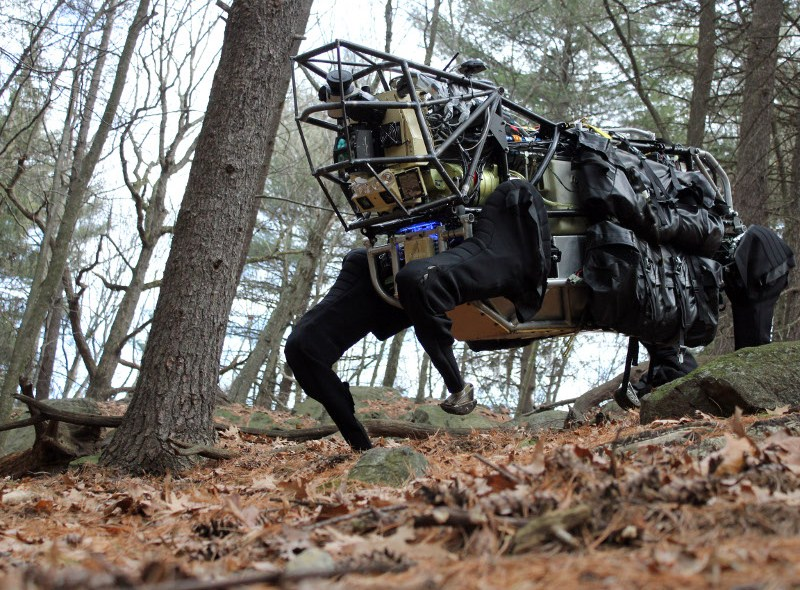 Wojskowy robot-koń przeszedł pierwsze testy z żołnierzami