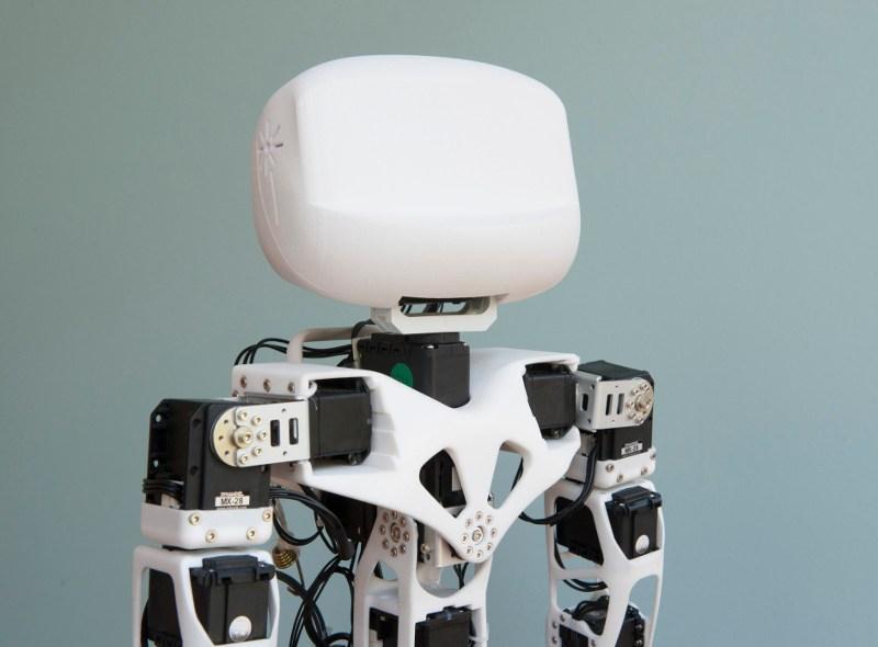 Poppy – robot humanoid do samodzielnego montażu