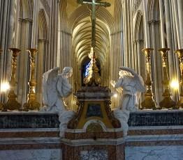 In der Kathedrale von Bayeux
