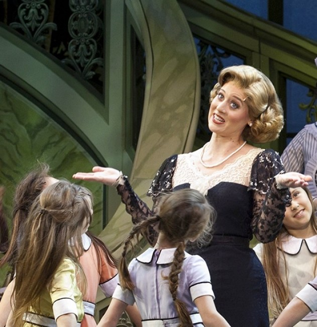 Julie Goodwin and the orphans in Annie
