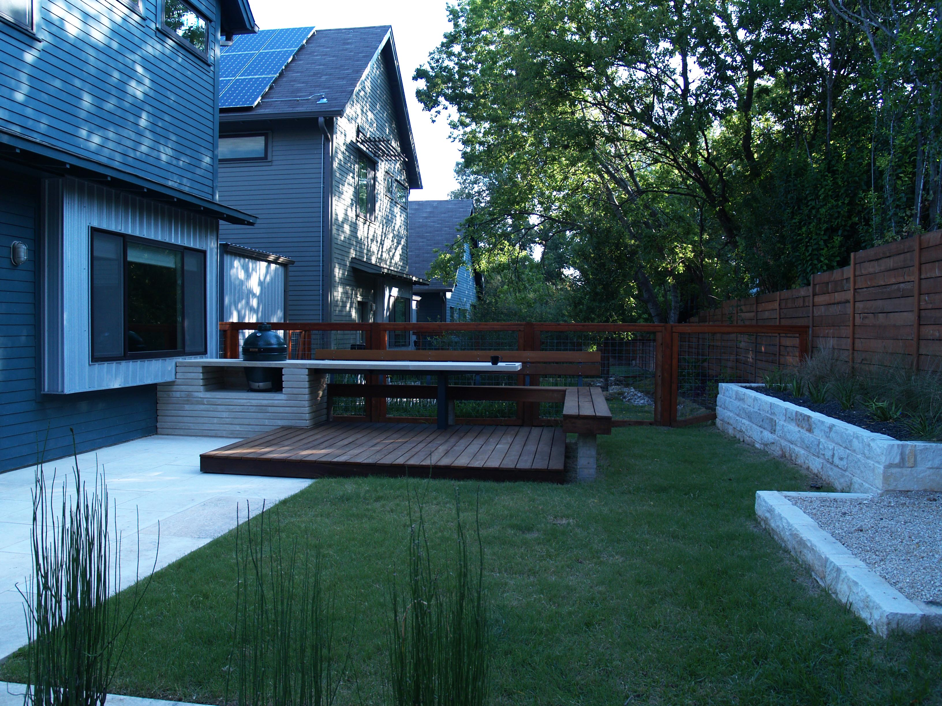 Camera Exterieur Voisin Modern Lueders Limestone Kitchen And Ipe Deck With