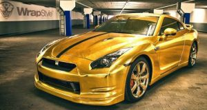 WrapStyle gold Nissan GT-R