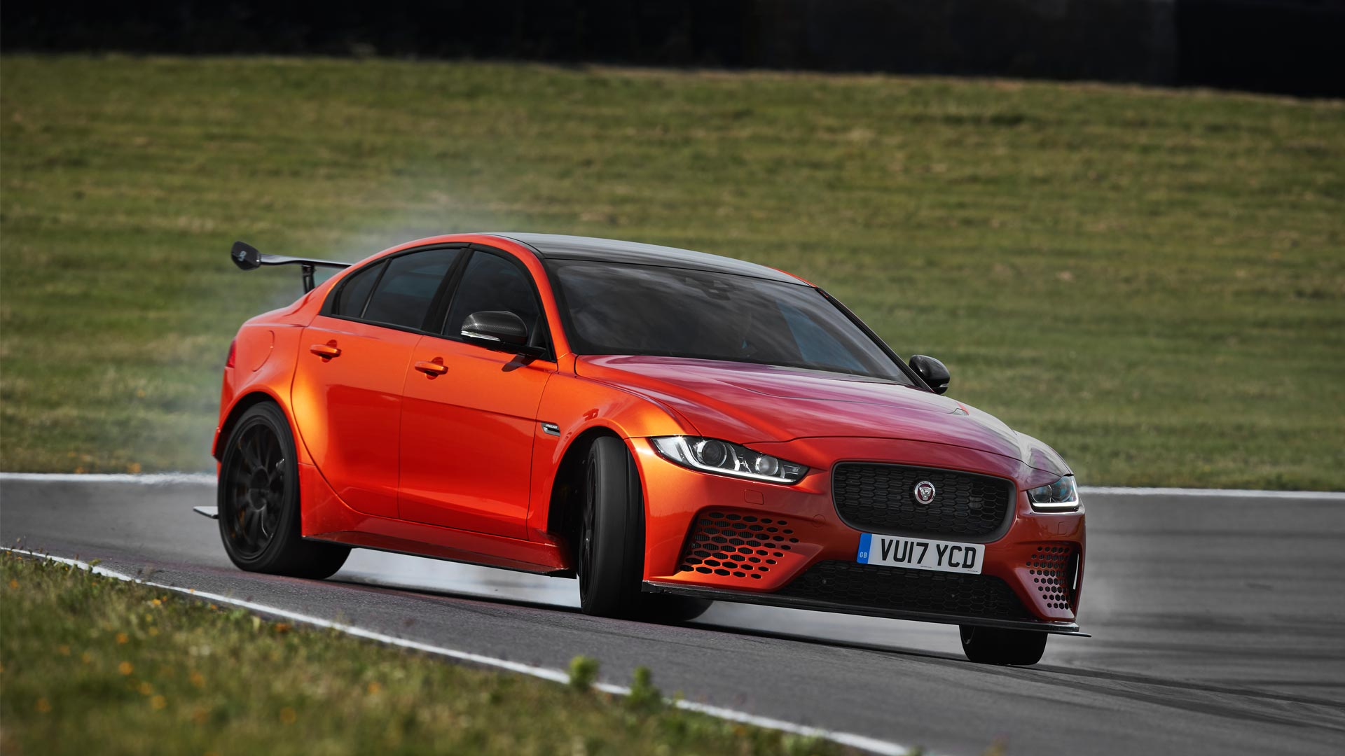 Jaguar Xe Sv Project 8 Jaguar Xe Sv Project 8 Does 100 Km H In 3 7 Seconds