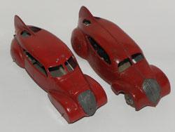 Peugeot 802 AR à gauche et Aludo à droite