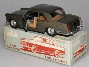 Solido Lancia Flaminia avec phares moulés, jantes en acier et volant à deux branches