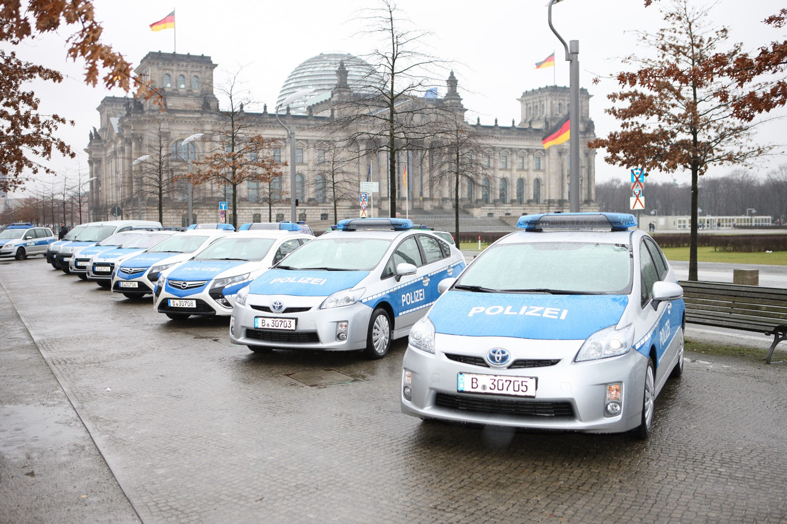 Toyota Prius Joins Berlin Police Force Automotorblog - Berlin Auto