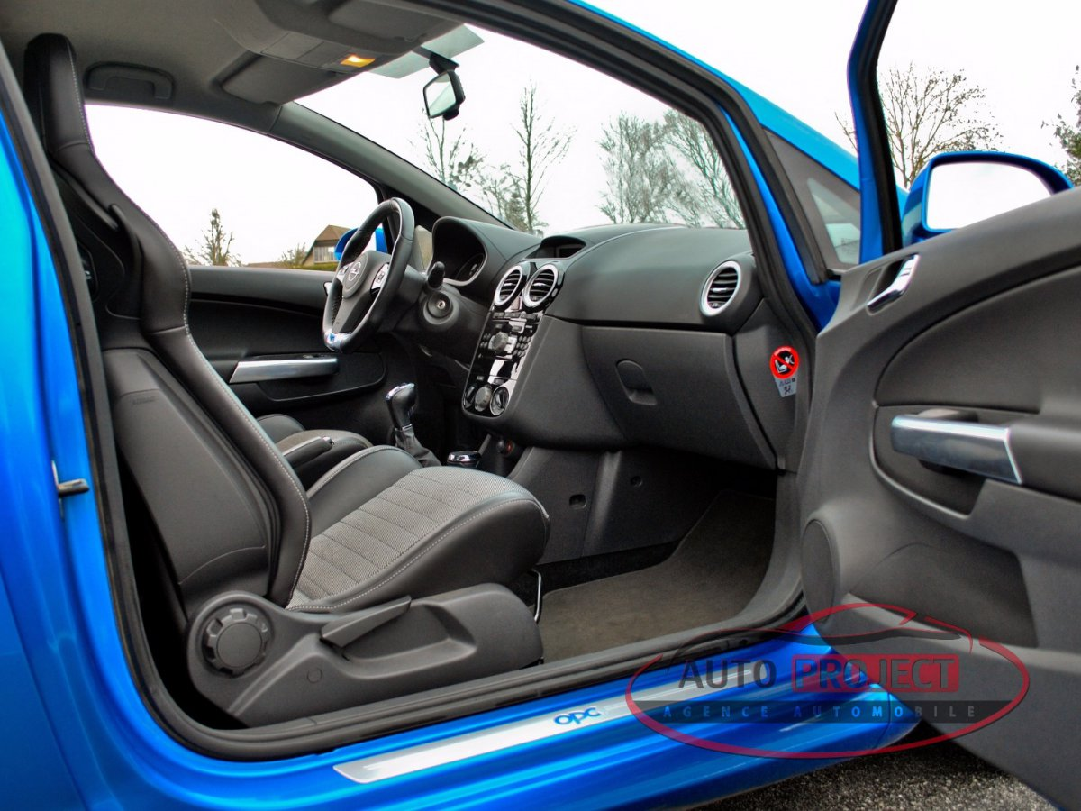 Corsa B Interieur Opel Corsa Iv 1.6 Turbo 192 Opc - Voiture D'occasion