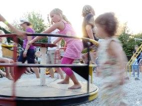 Spaß für die Kleinsten auf dem Spielplatz beim Grubetshaus
