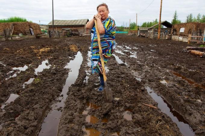 Izabella Elyakova. The artist from Taatta, Yakutia. Photo © 2013 Galya Morrell