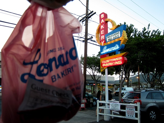 Leonards Bakery Hawaii Sign and Bag