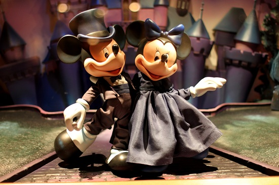 Mickey and Minnie HK Disneyland Emporium Window Display