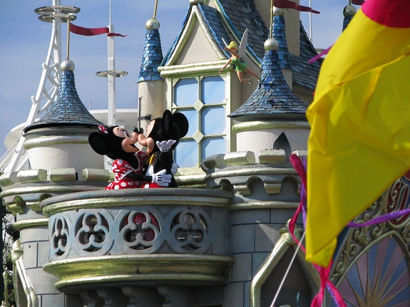 Mickey and Minnie Kiss at Hong Kong Disneyland
