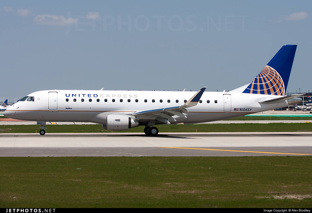 Mesa Airlines Mesa Airlines Adds 15 E 175s To United Express Contract