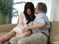 借金の為に体を迫られても拒めない未亡人 吉村美咲
