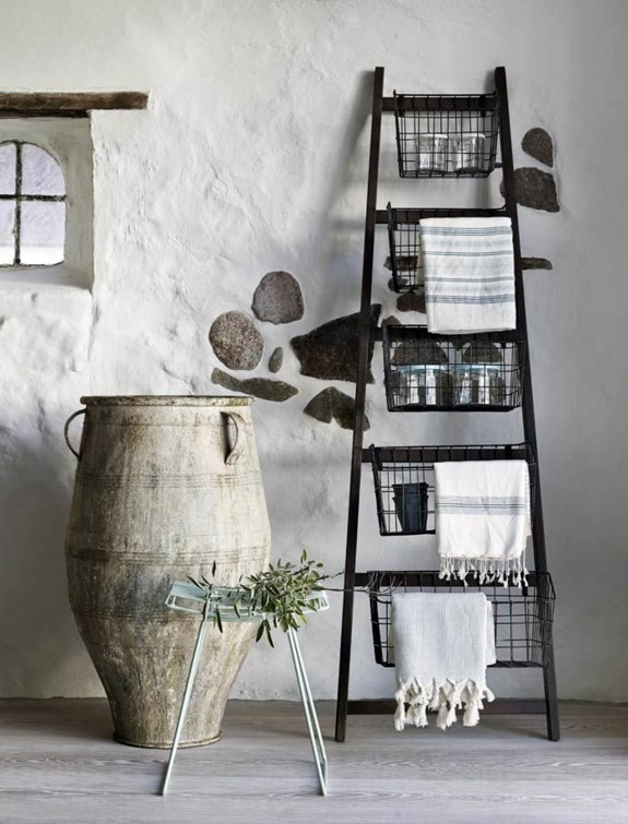 Turquoise Interieur Landelijk Wooden Towel Ladder In Both Rustic As Well As In Modern