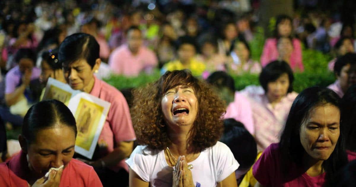 Траур в Таиланде. Что делать туристам