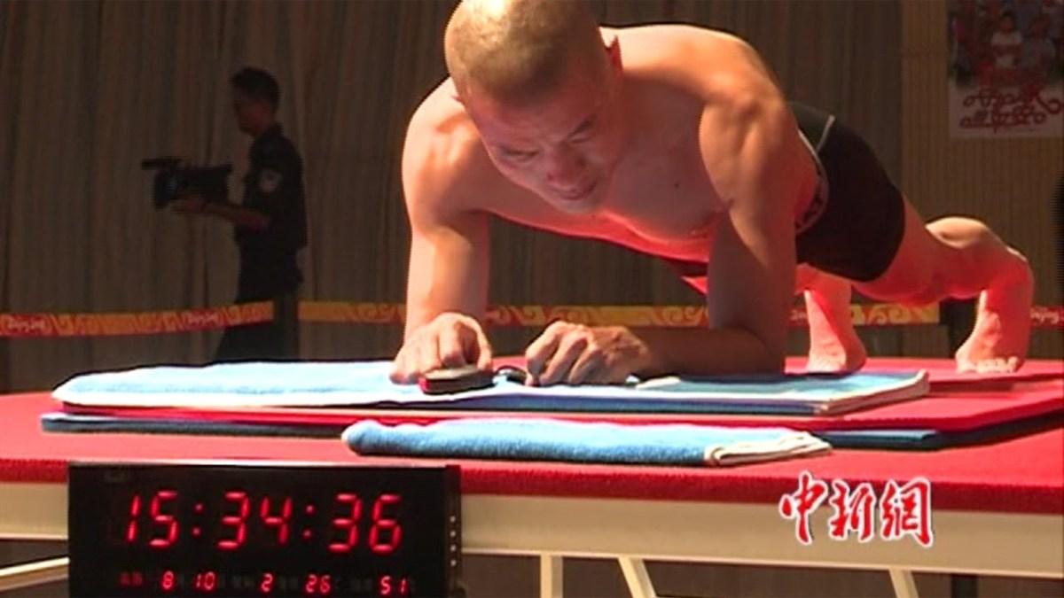 Weltrekord im Planking - Ein Mann wie ein Brett