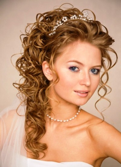 11 Awesome And Romantic Curly Wedding Hairstyles - Awesome 11