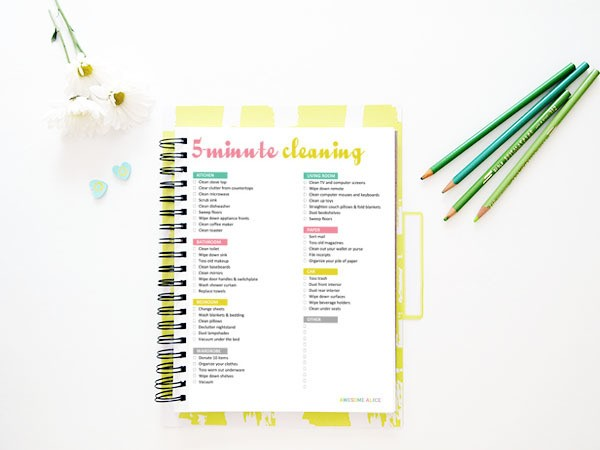 The Best Free 5-Minute Cleaning Checklist for Busy Moms