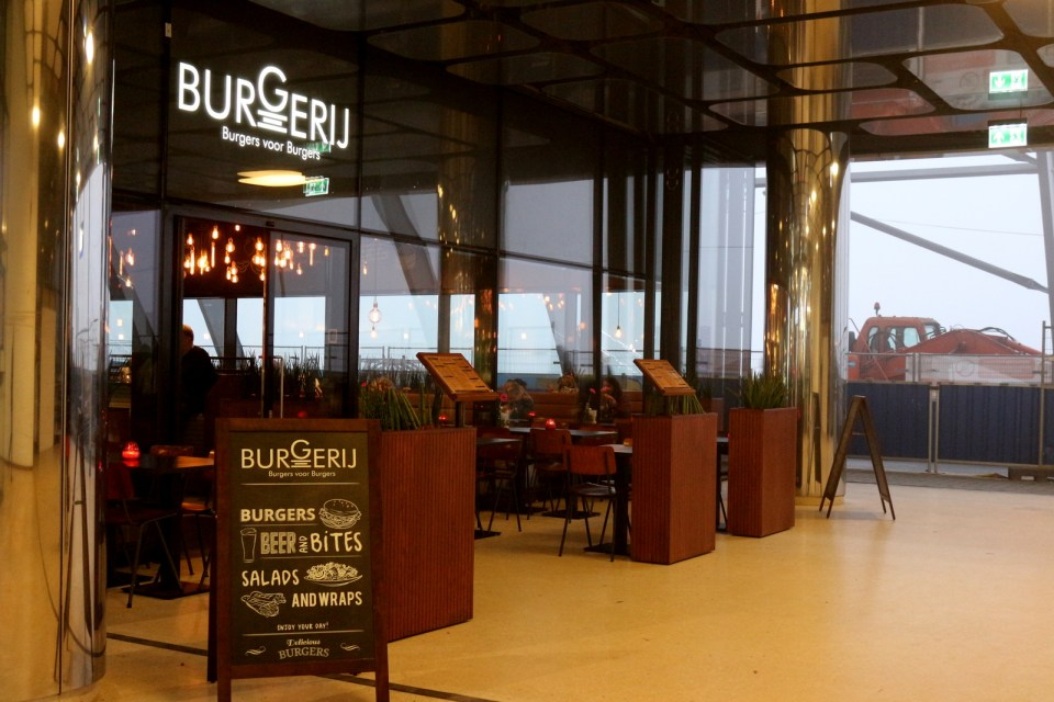 BURGERIJ: 	 WHERE TO EAT AT AMSTERDAM CENTRAL STATION