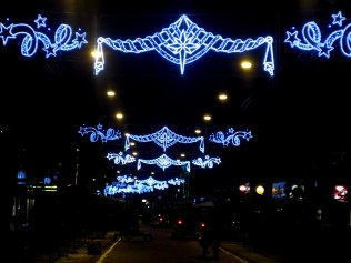 Albert Cuyp Markt welcomes shoppers with blue lights