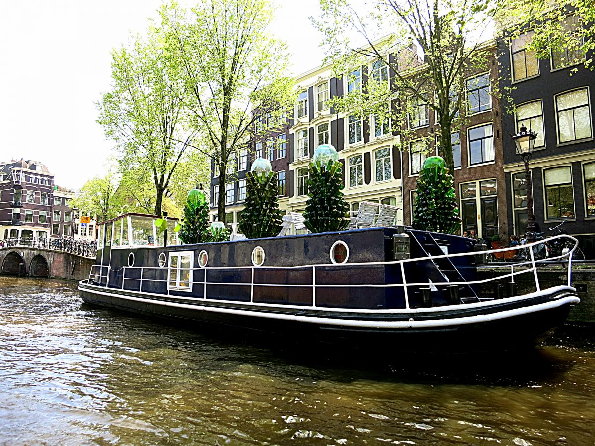 Airbnb Nl Amsterdam Sleep On A Houseboat In Amsterdam Rent A Houseboat In Amsterdam